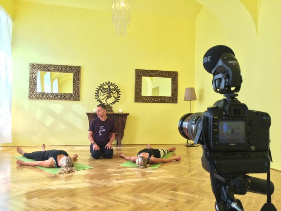 Jógová terapie (video) na jogavirtual.cz